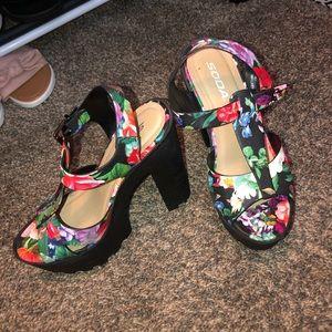 SOAD size 7 1/2 chunky heel